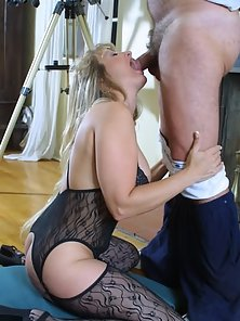 Mature Slut in Lingerie Giving a Suck of a Lifetime