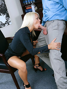 Sexy blonde hottie fucked good in the office