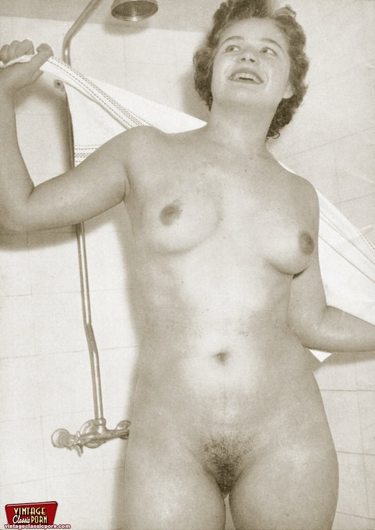 ... Sexy vintage classic housewives posing naked at their home ...