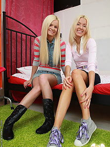 Skinny anal lover teen babes in hardcore action
