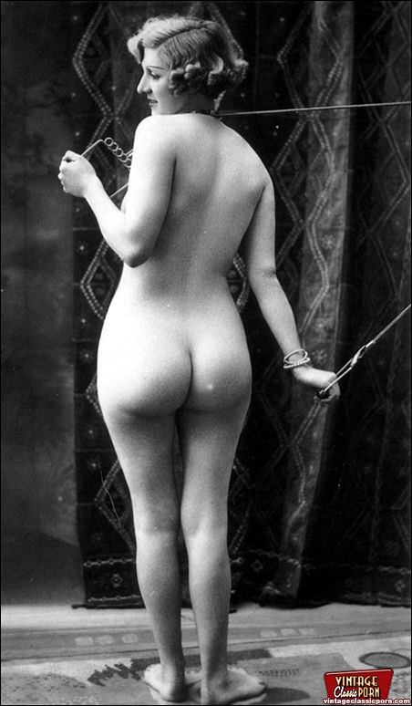 Sexy nude vintage girls with big sexy ass, pussy lips and tits