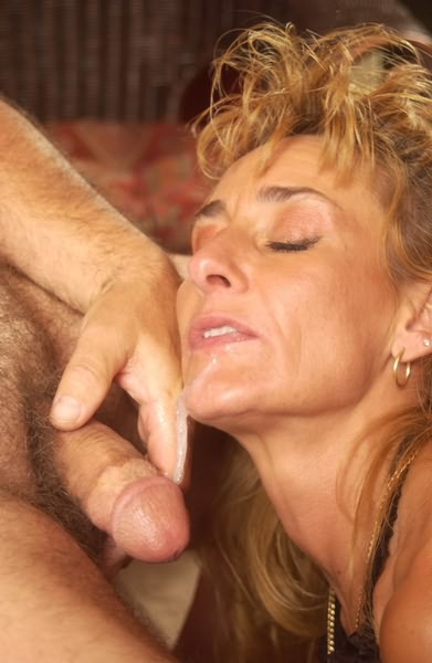 Mature eating cock