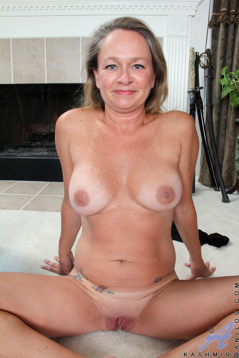 Nude mature moms-2584