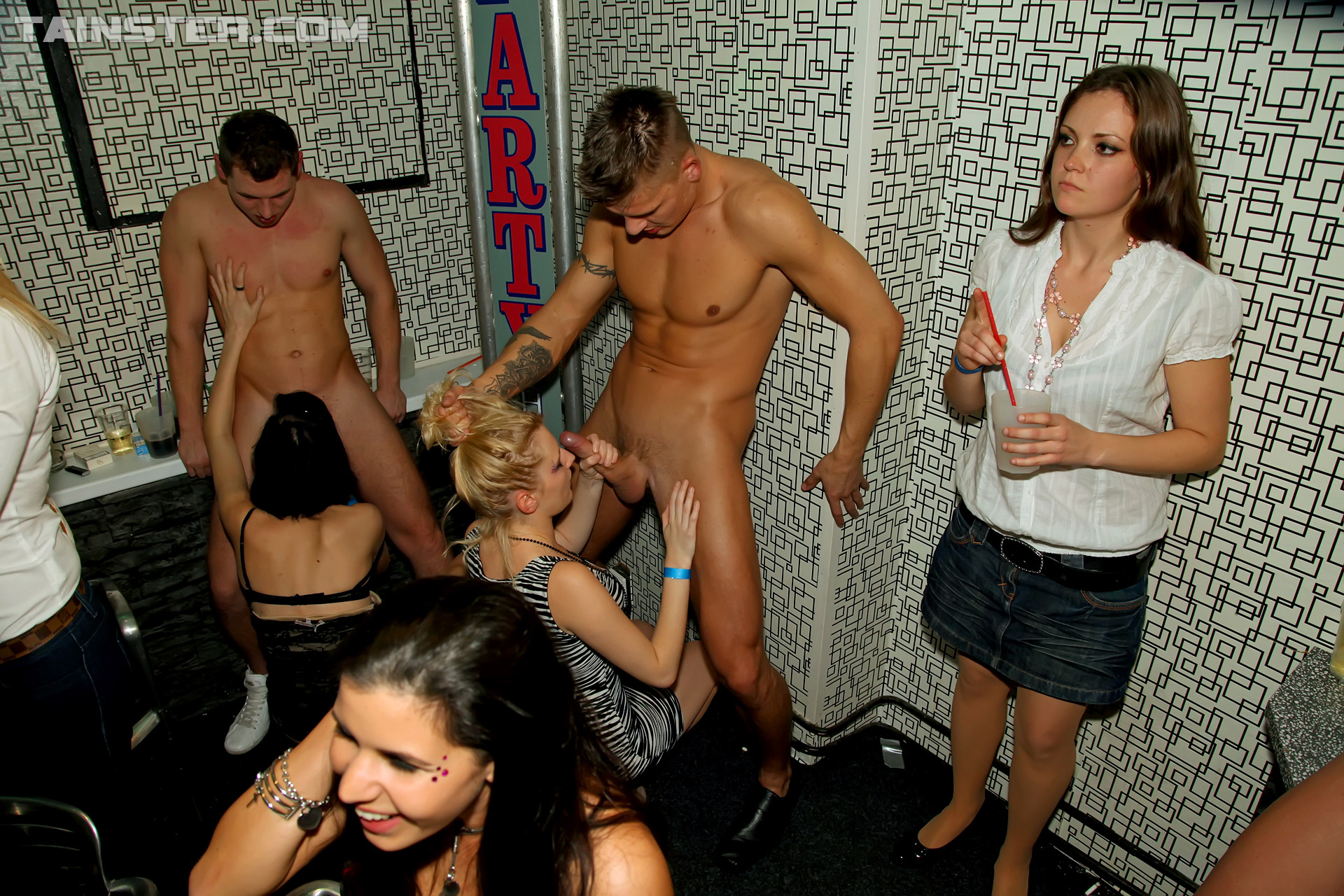 Goth Girl Sucks A Male Stripper Off At A Big Crazy Party -1138