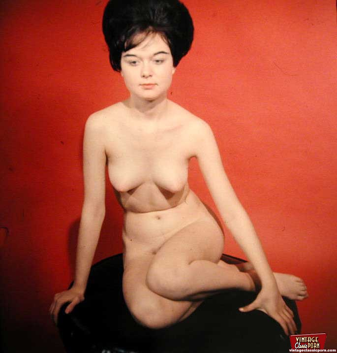 Some Very Real Vintage Pinup Girls Are Posing Nude Solo -9192