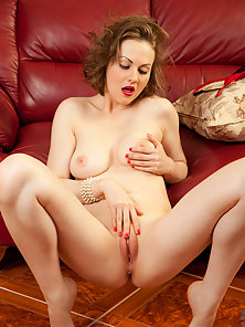Hot mommy has an aching sinful desire to get naughty