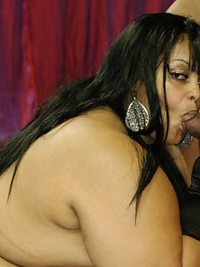 Plus size ebony nympho spreading wide for a hard dick