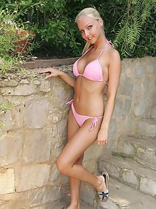 Veronika Simon's pink bikini comes off fingers go in