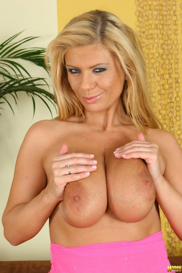 Busty Milf Adele gets a good hard fucking - Mobile Porn Movies