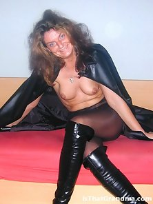 Gorgeous grandma posing in her sexy leather clothes