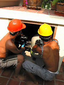 Horny workers take a break to suck cock