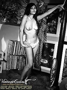 Beautiful Untrimmed Ladies Vintage Posing