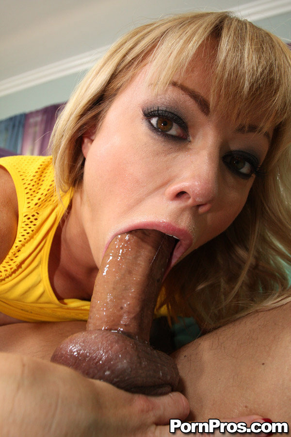 blonde-blowjob-deepthroat-hot-porn-water-girl