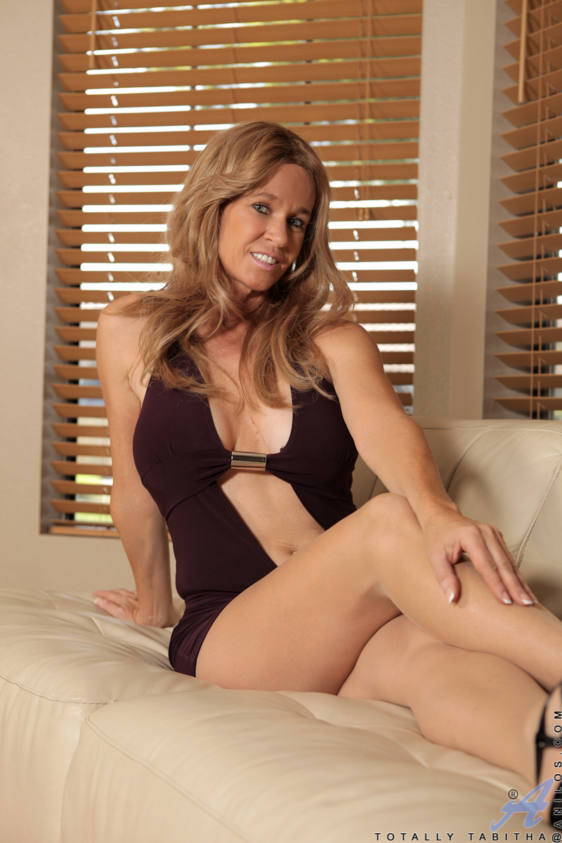 Hot gorgeous milf