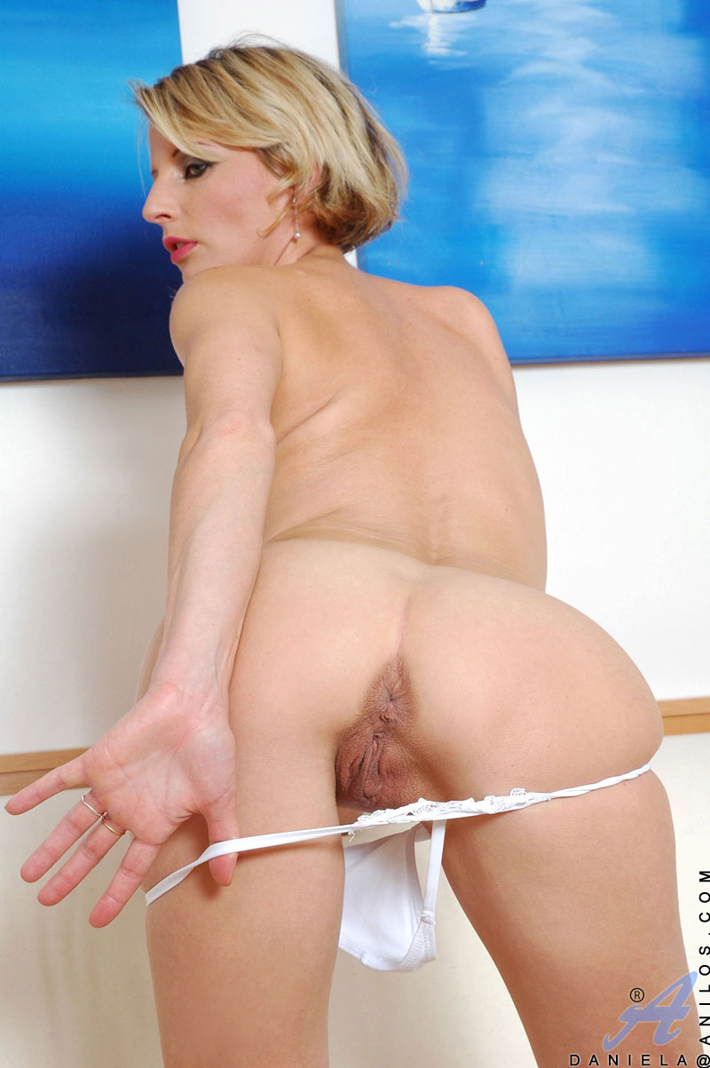Blonde cougar nude