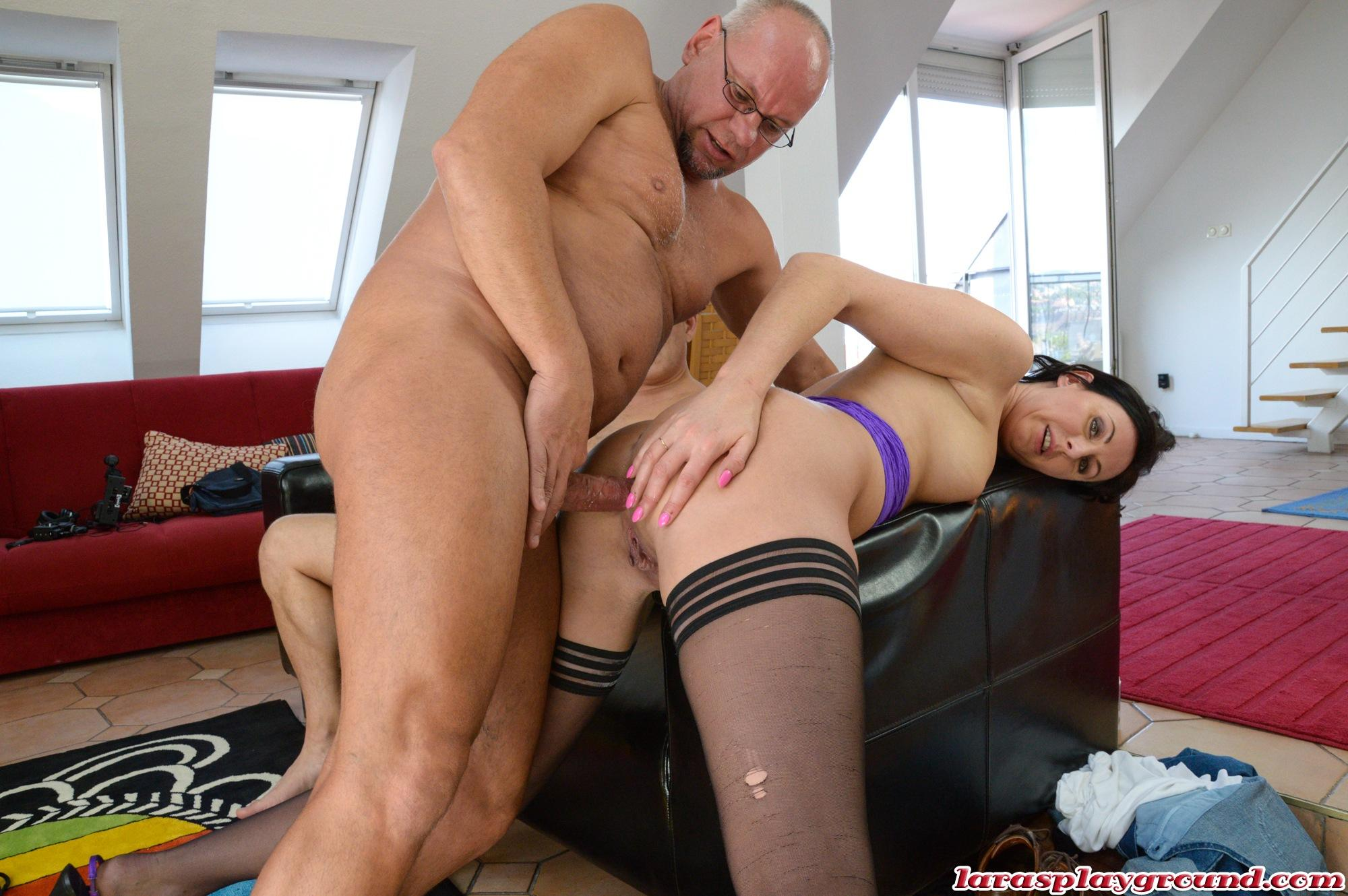 Anal Porn Hd 2 Guys lara latex in a threesome with 2 bald guys and anal sex