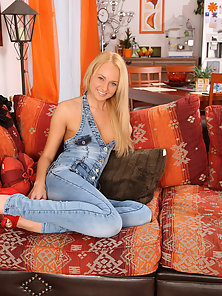 Blonde wearing jeans fucked hard