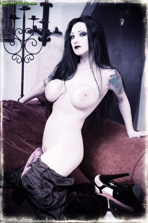 Sexy naked short haired gothic women