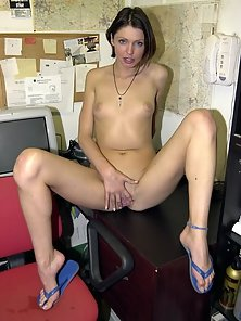 Short Haired Babe Posing and Shaving Her Pussy