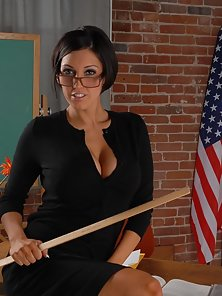 Hottie Dylan Ryder showing off her perfect ass and huge tits
