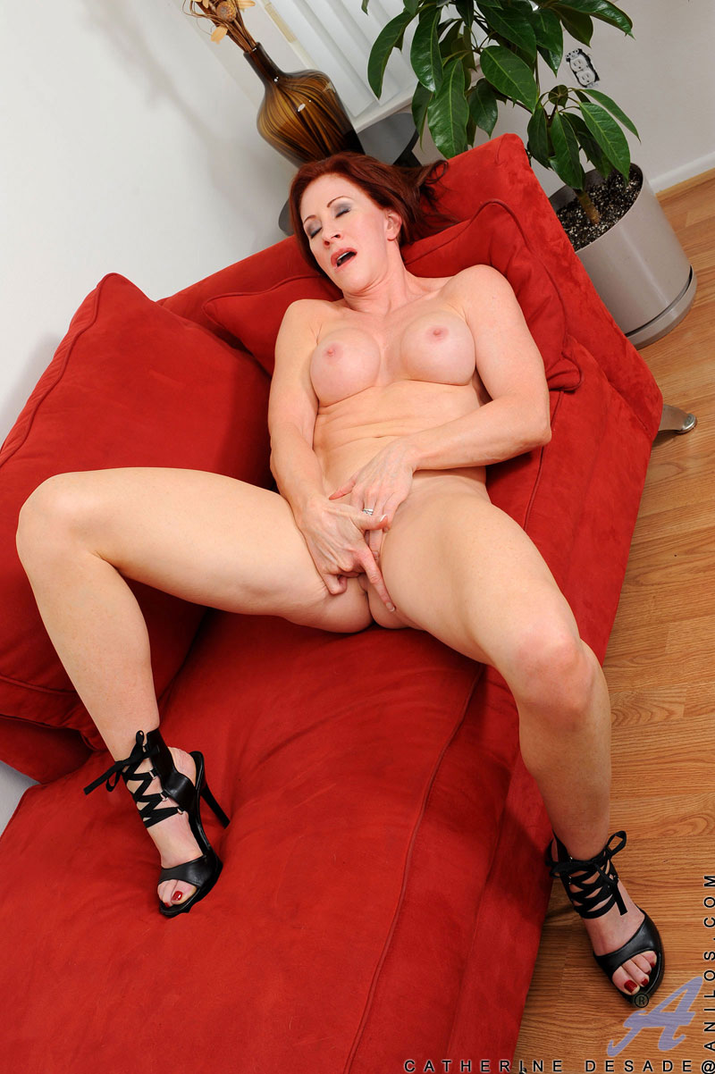 Beautiful Milf Catherine Desade Uses Her Fingers To -1414