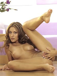 Absolutely Gorgeous Babe Rubbing Her Clit In Multiple Positions