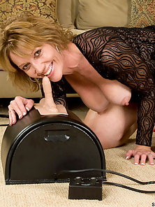 Tempting Anilos Samantha Stone has fun as she takes a smooth ride on the sybian
