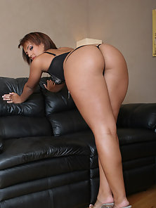 Perfect ass is penetrated deep on the leather couch.
