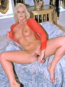 Busty blonde female enjoys her three diffrent dildos