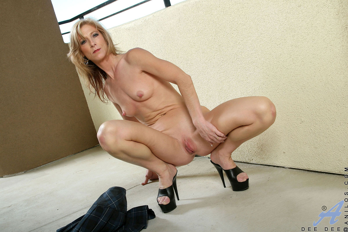 Attractive Mature Woman Spreads Her Petite Pussy Lips -7389