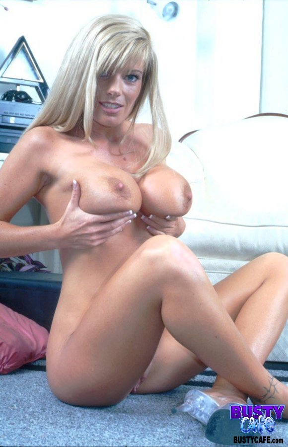Kristal Summers Showing Off Her Massive Tits - Mobile Porn Movies-3304