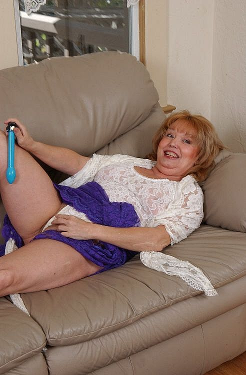 Old redhead masturbates with a vibrator on the couch ...