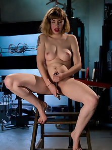 Brand new amatuer girl machine fucked in juicy pussy