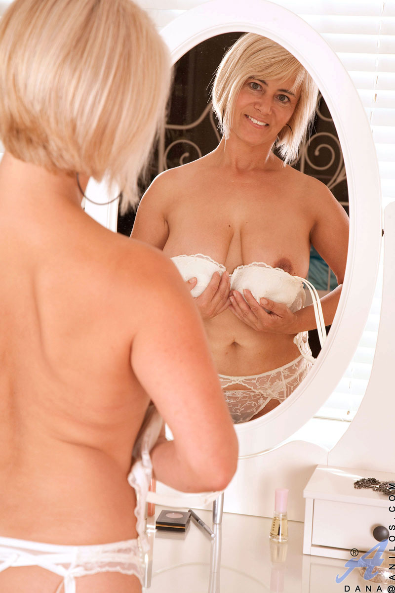 busty-blonde-housewife-nude