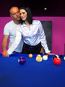 Pool player fucks pretty brunette