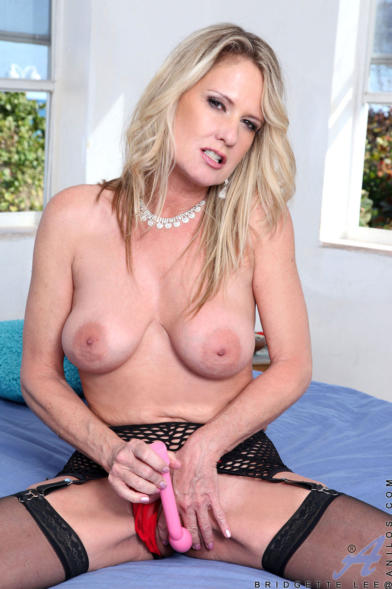 Mature Woman Squirt, Fucked Hard by Husband.