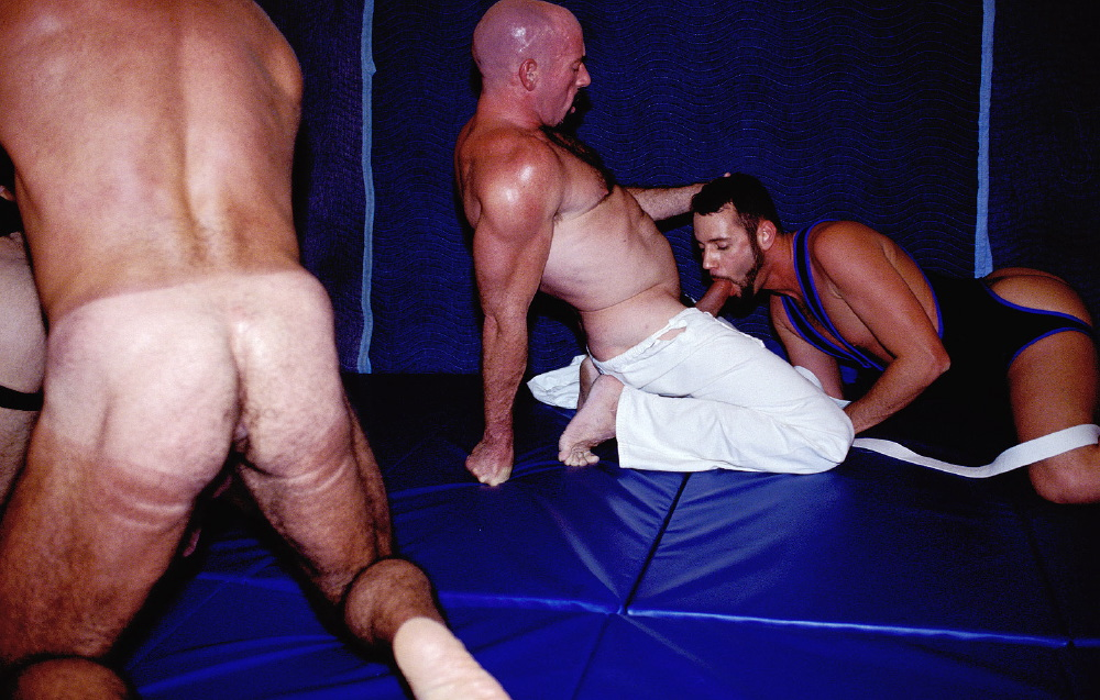 Wrestler Accidentally Shows Off His Perfectly Round Bubble Butt During Match