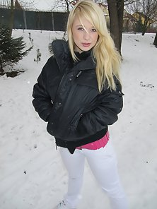 Sweet blonde teen shows her lovely tits and pussy in the snow