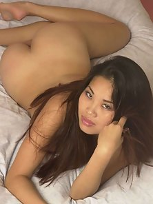 Perfect filipino babe showing her dark tits