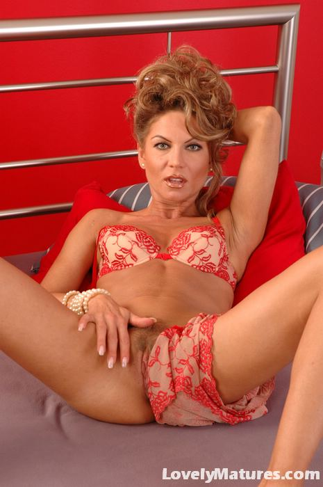 Gorgeous Milf Jessica Teasing Us With Her Tiny Red Dress -3540