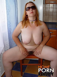 Watch Jessicas massive tits swing left and right