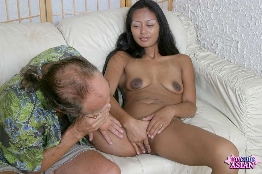 Asian giving footjob with her sexy bare feet - Mobile Porn ...