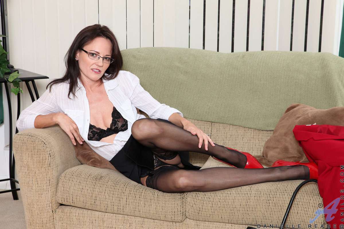 Business Woman Danielle Reage Loves To Stuff Her Mature -2344
