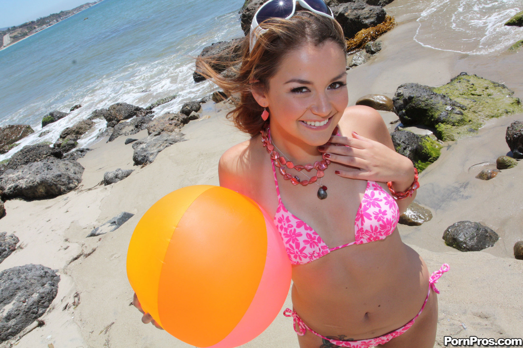 erotic teen with a perverted mind plays a dude s trunk so hardco