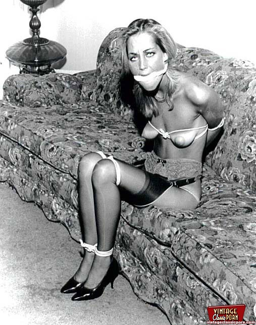 Some Real Vintage Bondage Sexy Chicks Fully Naked Pictures -6507