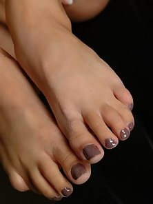 Hot brunette babe aroused by her sexy feet