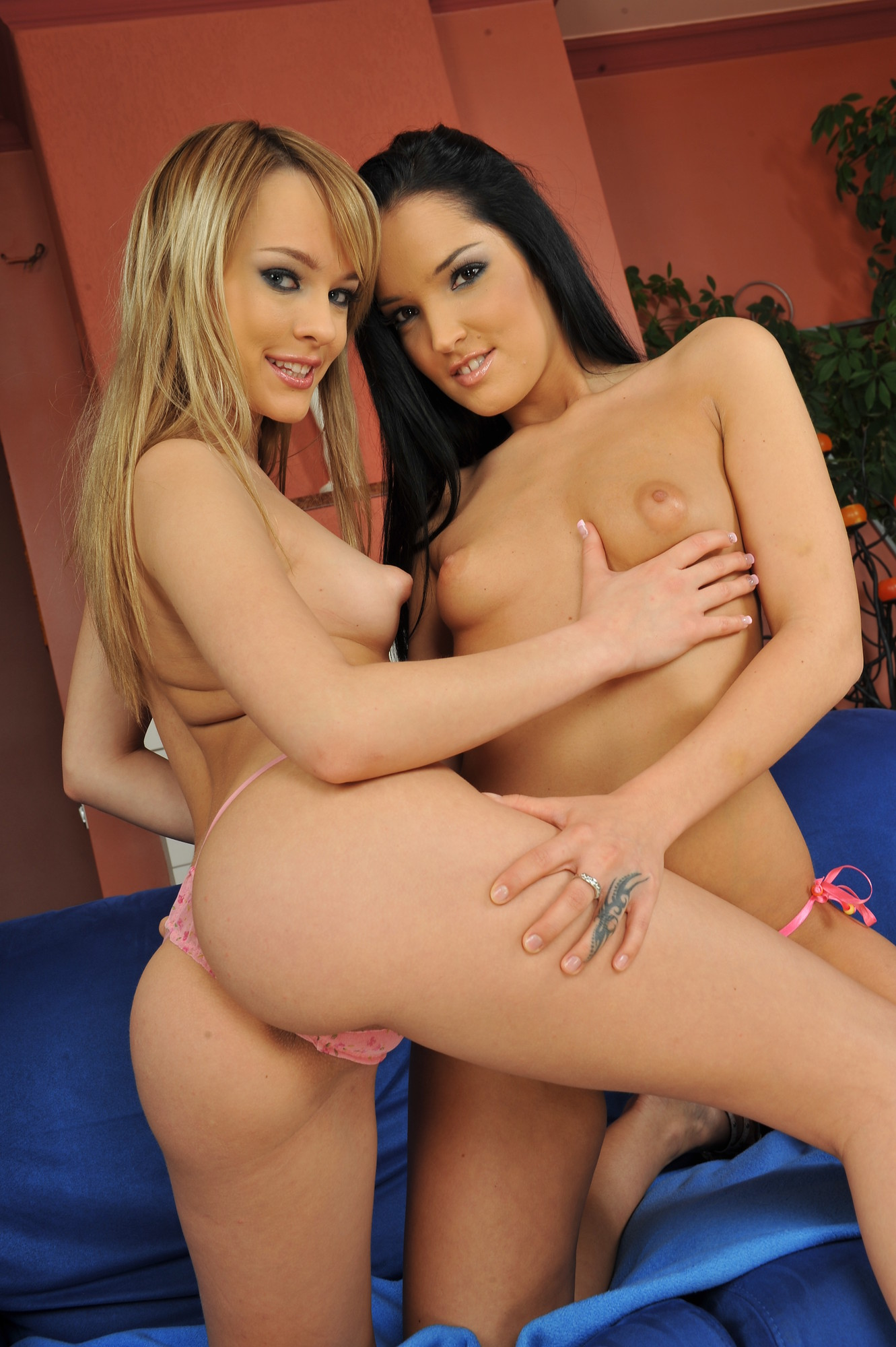 Hot brunettes short porn sexy plump and