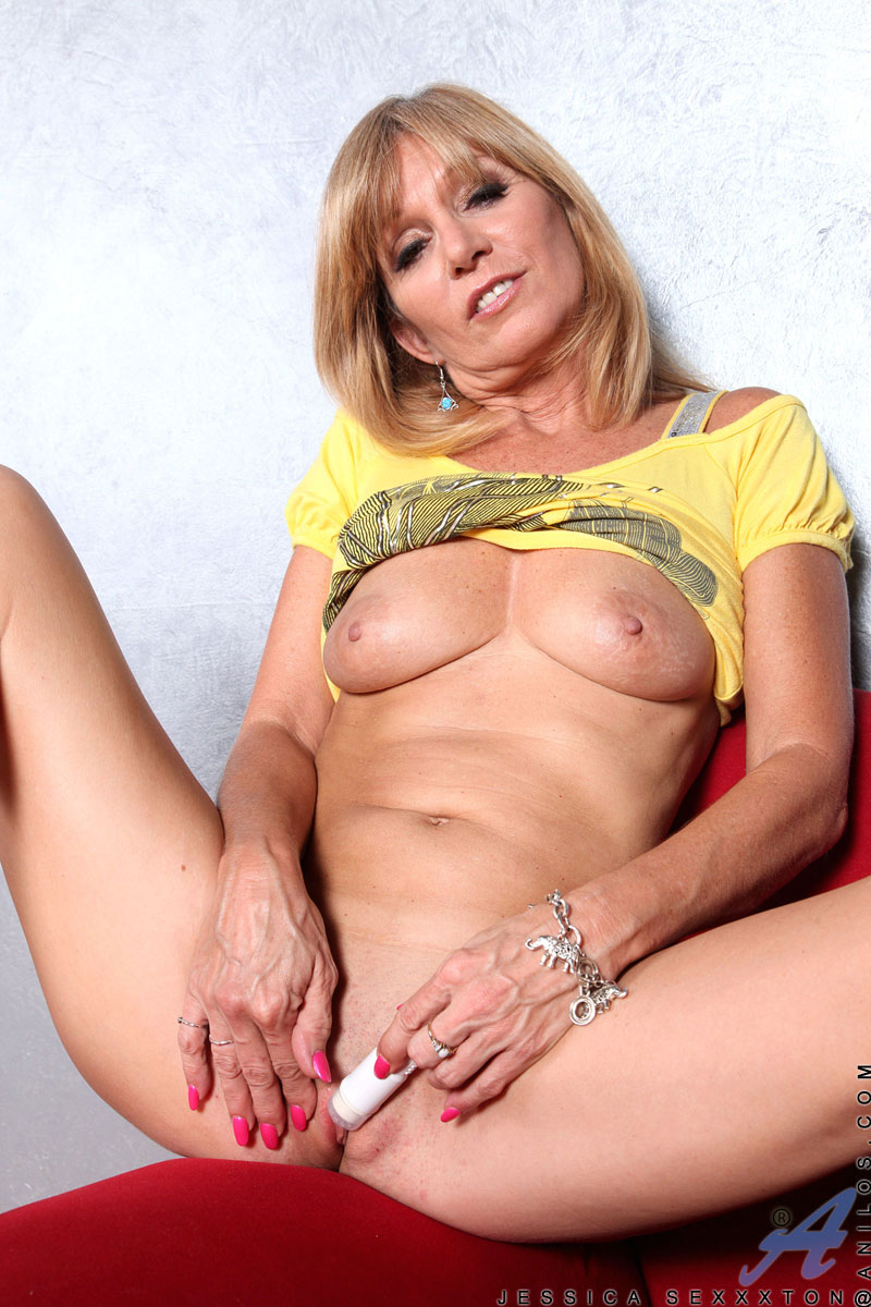 Milf spread free galleries
