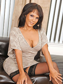Busty Anilos Anjanette Astoria teases her mature pussy with her fingers