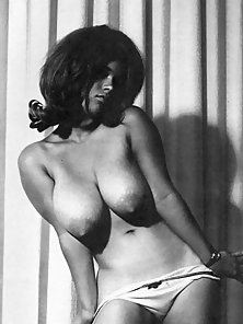 Suzanne Pritchard showing her big firm natural knockers